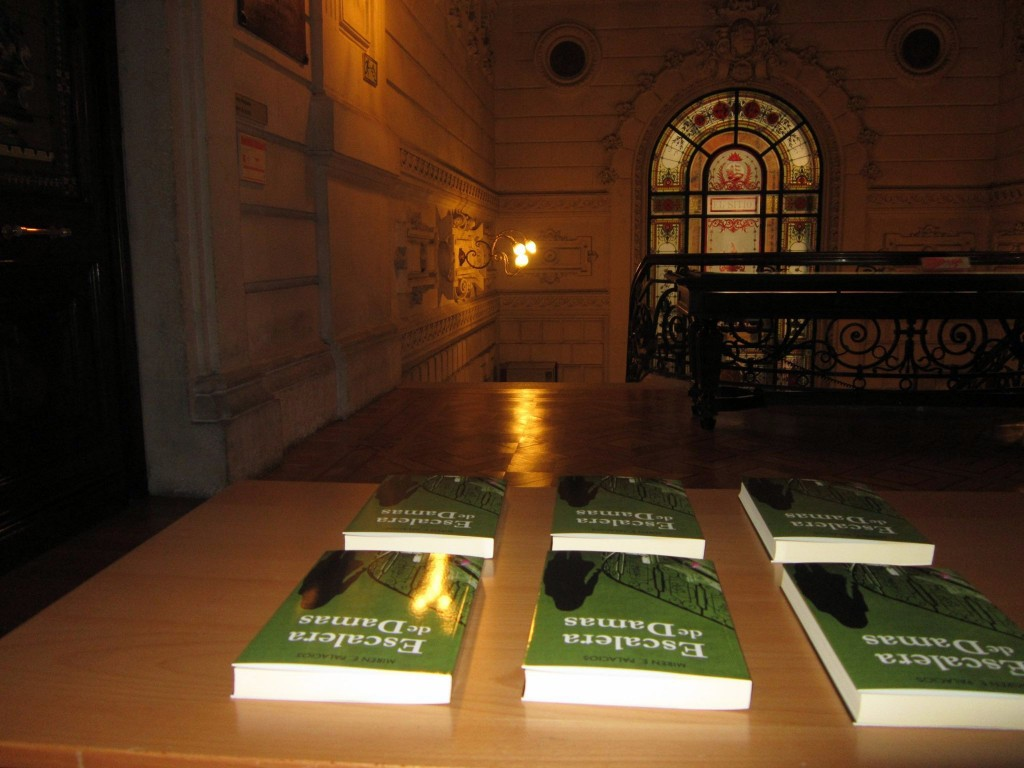 Escalera de Damas. Presentación oficial en Bilbao. Libros. Fotografía de Ediciones Beta