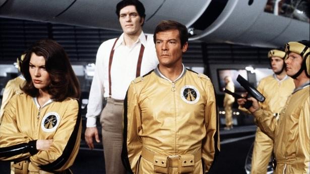 Moonraker. Moore, Roger Moore. Un Bond con sentido del humor.