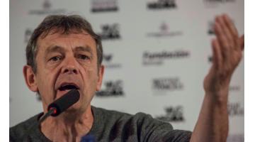 Pierre Lemaitre: la gente necesita consumir historias de ficción. Comparecencia ante los medios del Premio Goncourt 2013 Pierre Lemaitre en la víspera de su intervención en el festival VLC NEGRA.