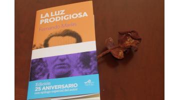 La luz prodigiosa, de Fernando Marías, 25 años después. Reseña de La Crisálida Despierta.