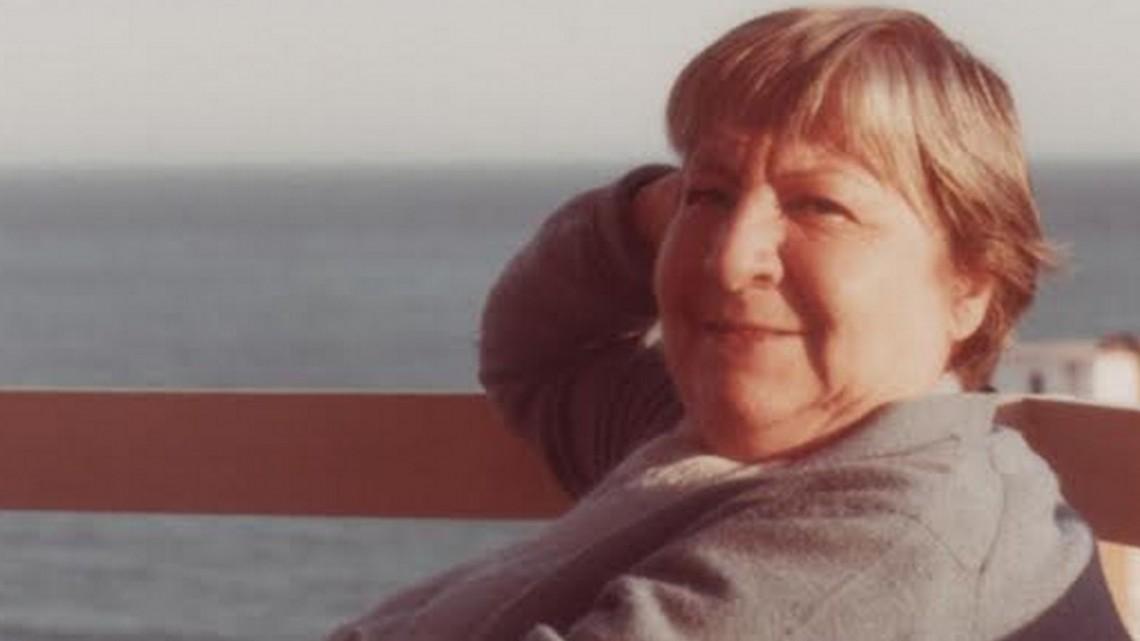 La voz de la poeta y las rosas cojas de abril. #GloriaFuertes100. Revista MoonMagazine.